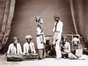 Groep rondtrekkende wajang topengspelers te batavia (1885)